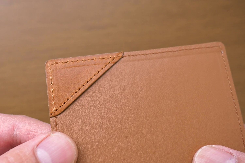 薄いマネークリップのお札を留める部分
